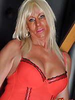 Sexy Tranz Girl Leona loves to show off her great figure and fantastic tits.