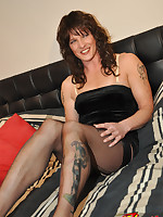 Curly haired tranny slut shows off her gorgeous body on her bed